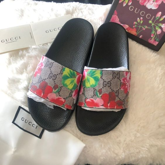 Decent and beautiful Gucci Slides Women
