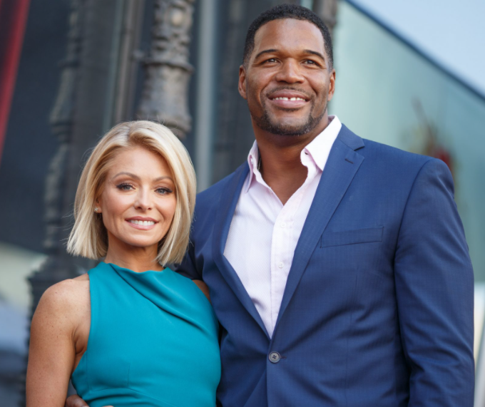 Is Michael Strahan in a relationship?